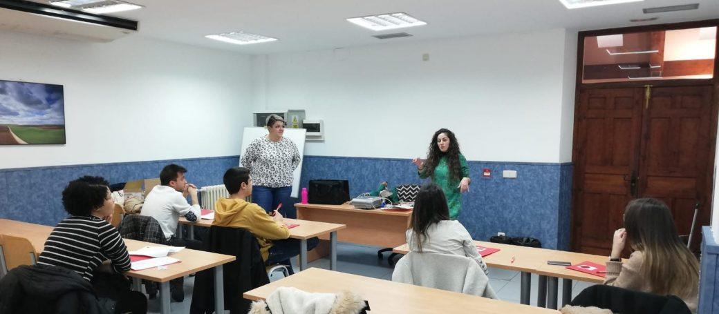 Esther y Ayeisha junto con los encuestadores